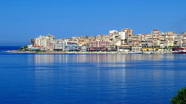 velké město, moře