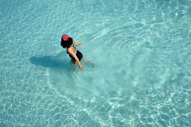 Koupání v bazénu