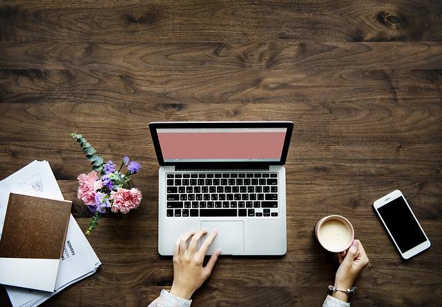 pracovní stůl.jpg