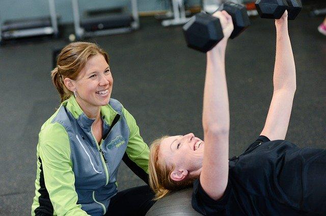 cvičící ženy