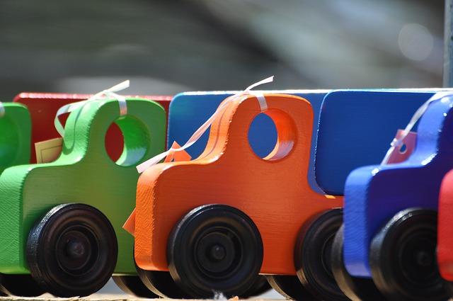 dřevěné barevné kamiony